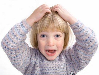 У ребенка перхоть на голове: причины и лечение