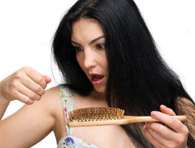 Почему сильно выпадают волосы на голове у женщин: причины и лечение