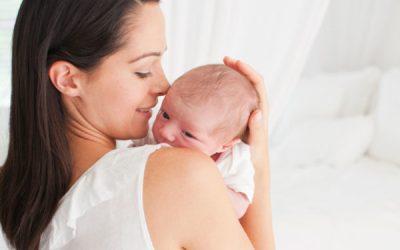 Выпадают волосы у грудного ребенка: причины, что делать