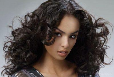Завивка на крупные бигуди на средние волосы