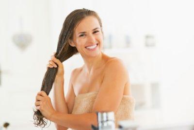 Мыть голову уксусом от выпадения волос