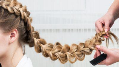 Объемная коса (59 фото): как плести косички из длинных волос? Как заплетать косы с резинками? Особенности прически из волос средней длины. Схема плетения воздушной косы на бок