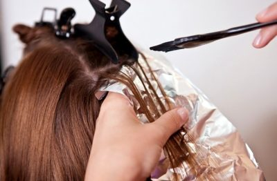 Как промелировать волосы в домашних условиях?